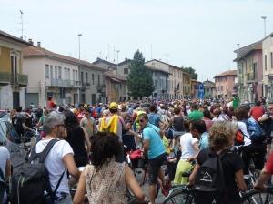 Bicipace 2012 - migliaia in bici in piazza a Castano Primo